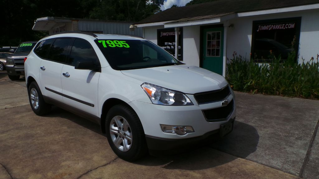 2010 CHEVROLET TRAVERSE LS